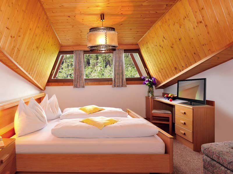In the attic of the Hotel Flötscherhof you will find the cosy, wood-decorated, classic double rooms.